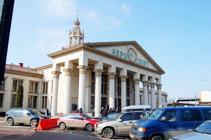 Зовнішній вигляд приміщення аеропорту Львів