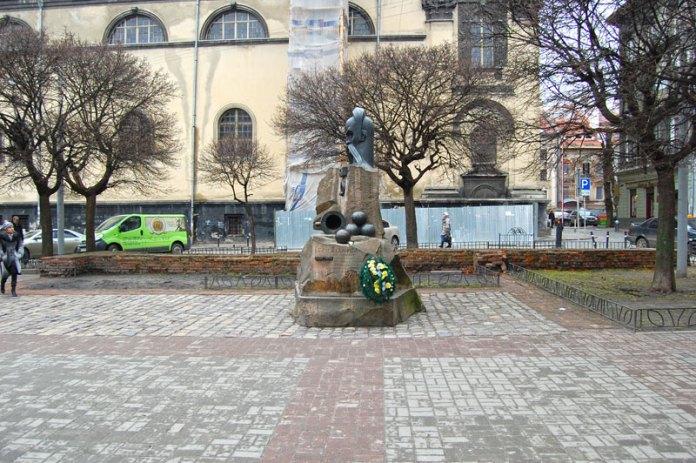 Пам'ятник Івану Підкові у Львові на площі Івана Підкови - історія та сьогодення