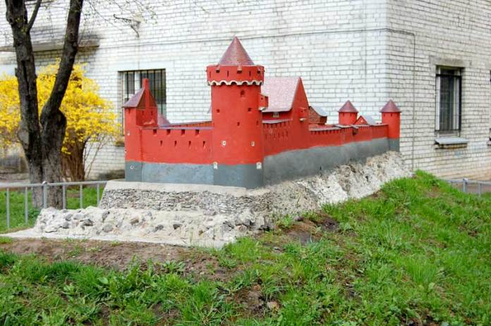 Парк мініатюр замків та оборонних споруд давньої України у Львові