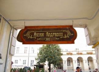 Пасаж Андреоллі у Львові між площею Ринок та вулицею Театральною