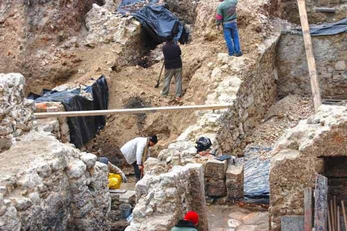 Розкопки на розі вулиць Краківської та Вірменської