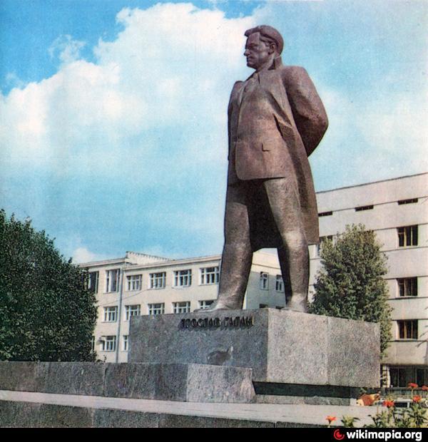Пам'ятник Ярославові Галану