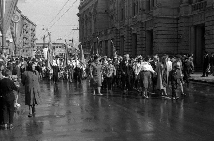 Львів, Параді біля оперного театру, 1964 рік