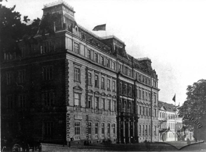 10:20 – прибуття у воєводський палац на вул. Чарнецького (тепер - Винниченка)