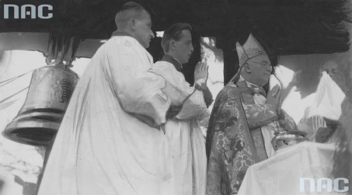 Освячення дзвонів у костелі митрополитом львівським, архієпископом РКЦ Болеславом Твардовським, 1932