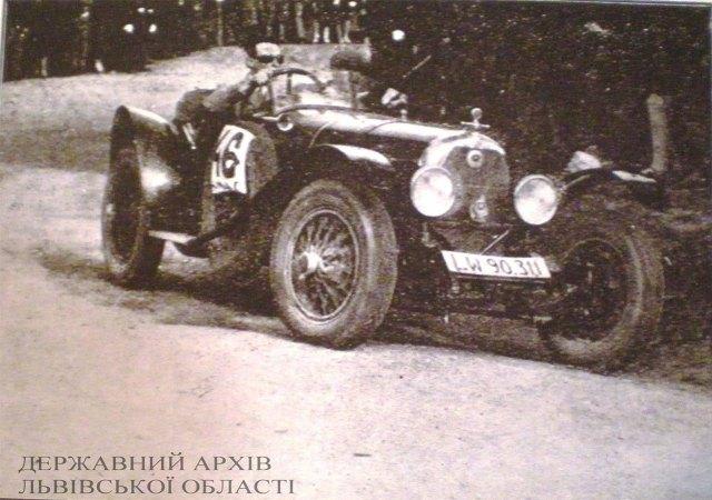 П. Людомір на автомобілі марки Австро-Даймлері