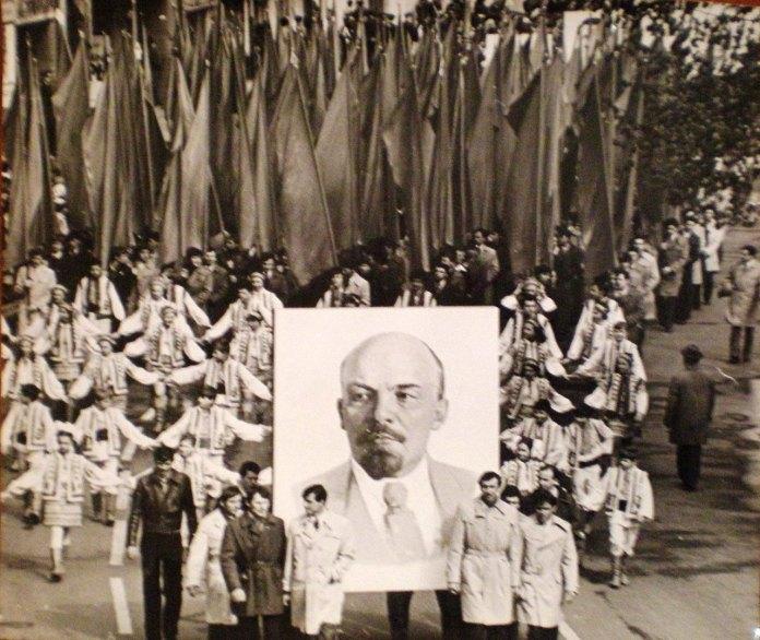 Травнева демонстрація у Львові, фото 70-ті роки XX століття
