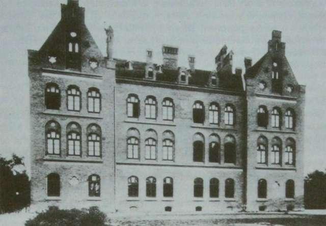Одне з перших зображень школи Марії Магдалини, кін. XIX ст.