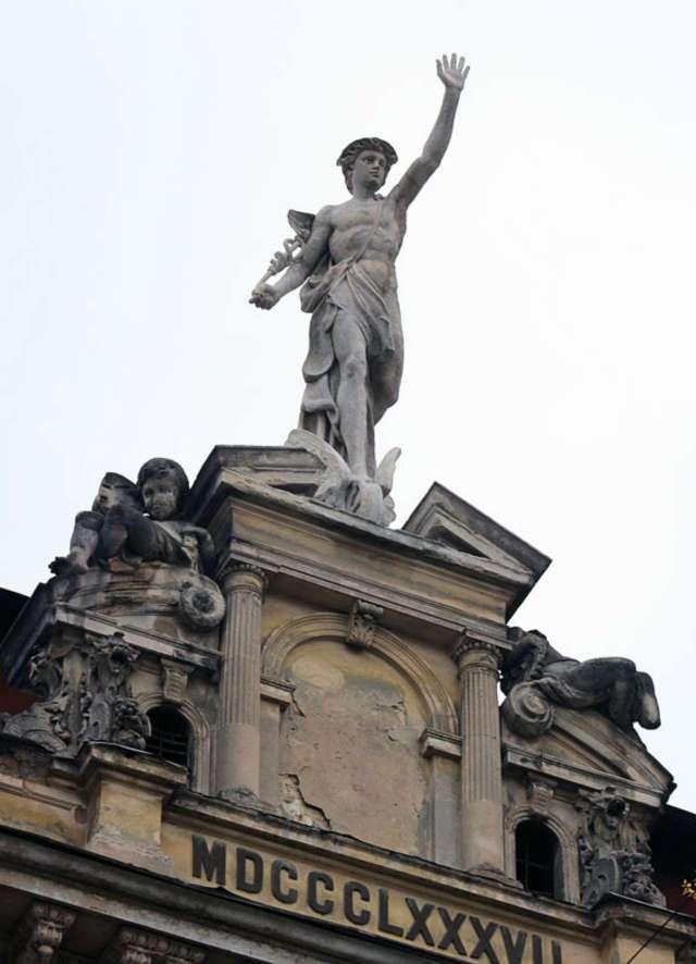 Скульптура Меркурія після реставрації, 2012 рік.