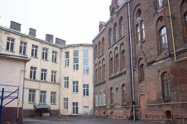 Школи - сусіди, № 10 і № 3, фото 2015 року