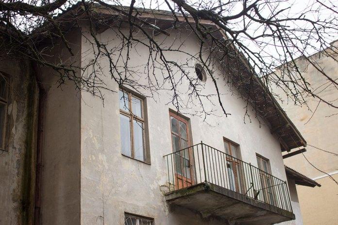 """Будинок давньої фабрики """"Здоров'я"""" на вул. Здоров'я, 9. Фото 2015 року"""