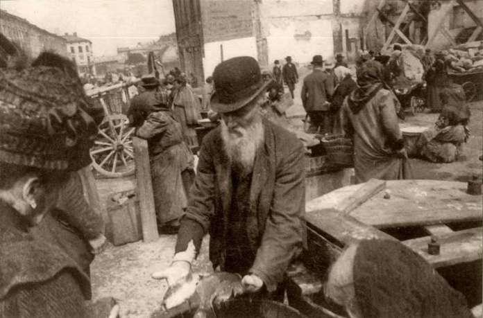 Площа Зернова у Львові, фото поч.XX століття.