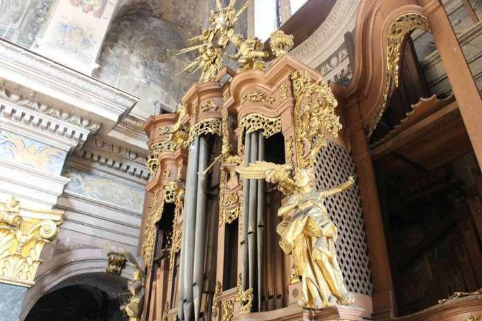 Орган костелу єзуїтів у Львові. Фото 2015 року