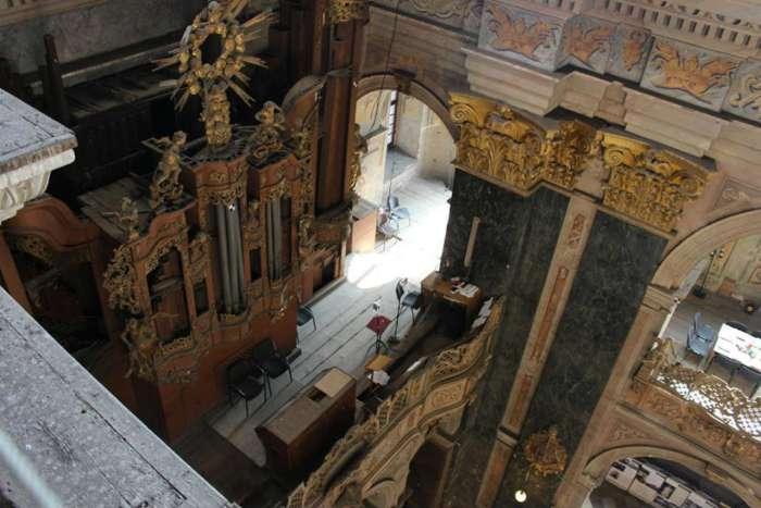 Вигляд інструменту з емпор ( балконів ) гарнізонного храму св. ап. Петра і Павла. Фото 2015 року