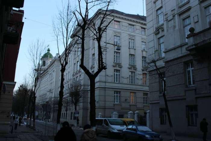 Вигляд будівлі Дирекції з вул. Гоголя, фото 2015 року