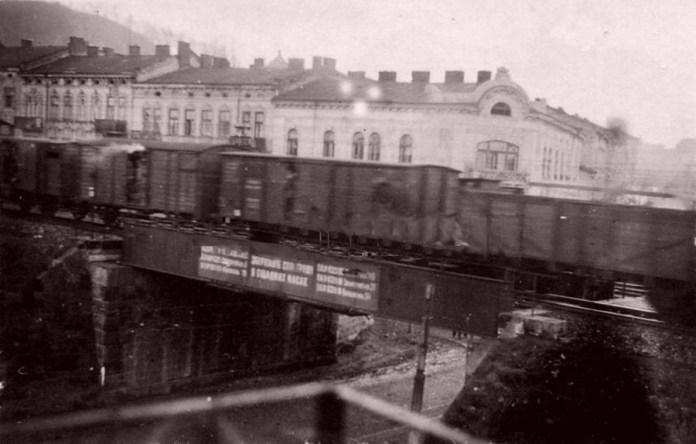 Залізничний міст на вул. Долинського - Замарстинівська, перші дні окупації