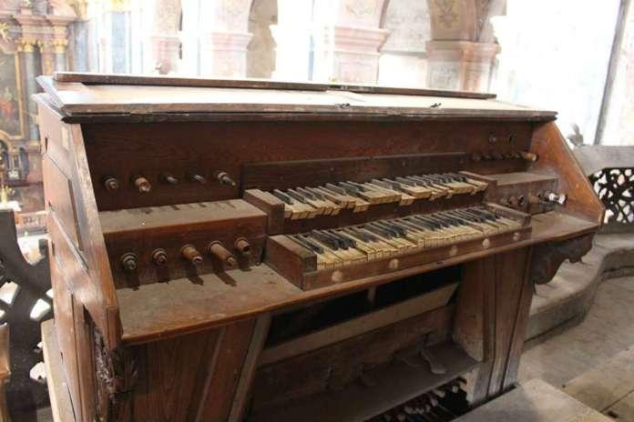 Елементи органу костелу єзуїтів у Львові. Фото 2015 року