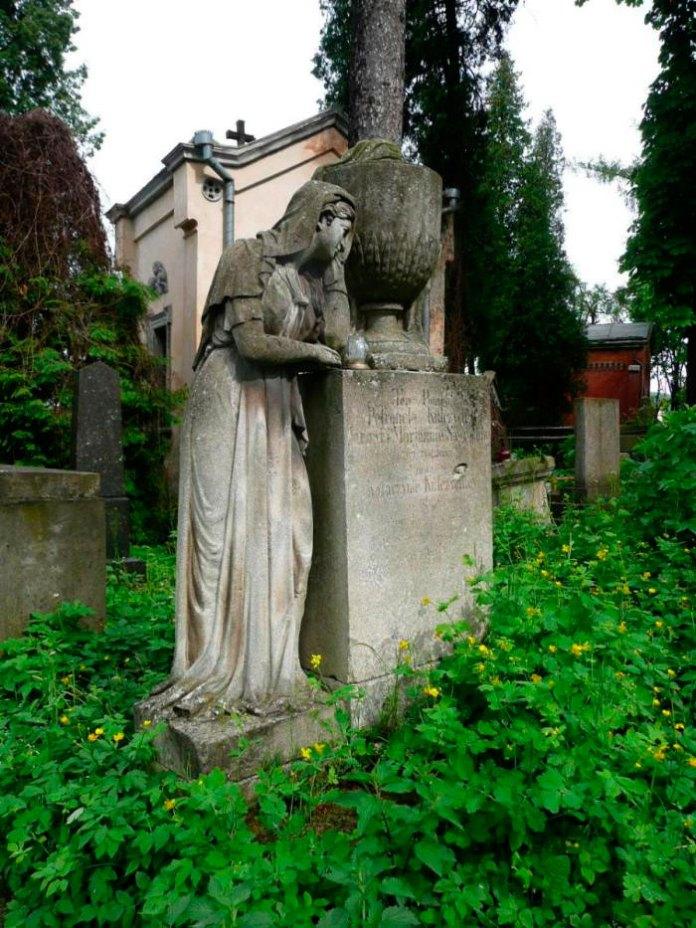 Пам'ятник на могилі Петронелі Кульчицької (поле №2 на Личаківському цвинтарі)