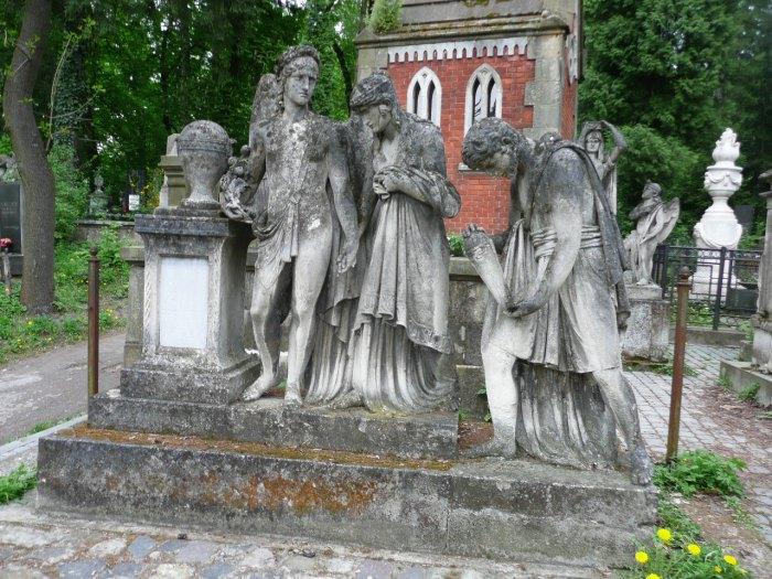Пам'ятник на на могилі Браєрів, Тренклів, Вайґлів – сім'ї власників транспортного підприємства та Браєрівки (поле №10 на Личаківському цвинтарі)