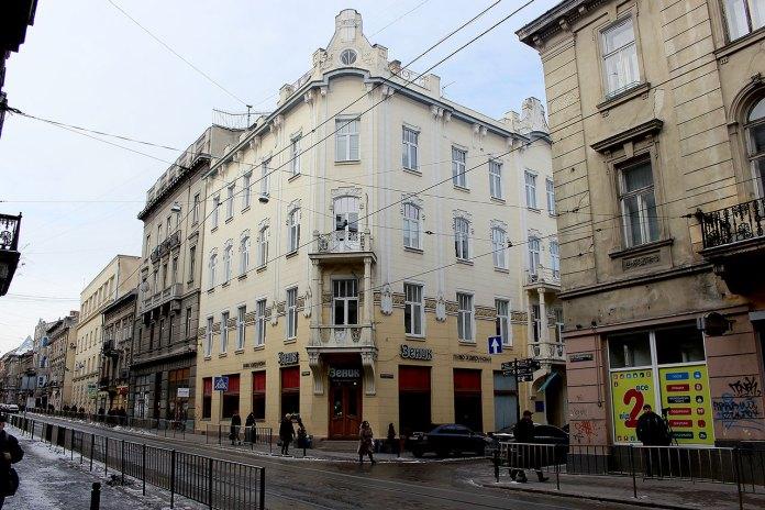 """Будинок колишньої """"Народної гостинниці"""", де в жовтні 1918 року засідав Центральний Військовий комітет"""