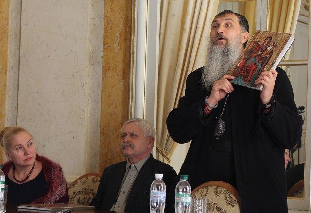 Єпископ-помічник Львівської архиєпархії УГКЦ Венедикт (Алексійчук) розповідає про альбом з виставки «Образ Богородиці»