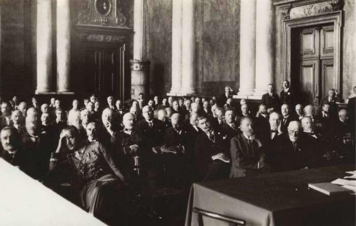 Екстренне засідання в ратуші, листопад 1918 року