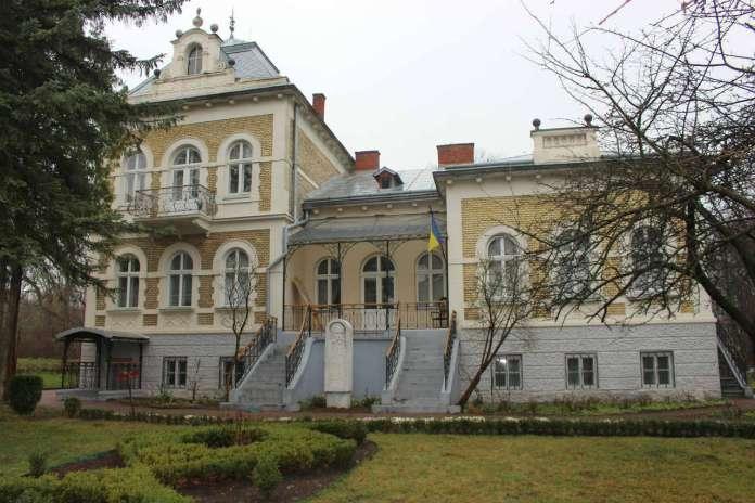Маєток Грушевських у Львові, нині меморіальний музей. Фото 2015 року