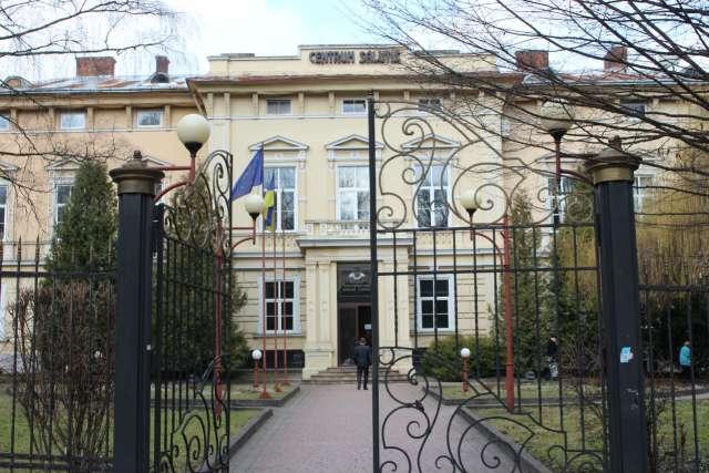 Палац Голуховського у Львові, сьогодні Діагностичний центр лікарні Львівскої залізниці. Фото 2015 року
