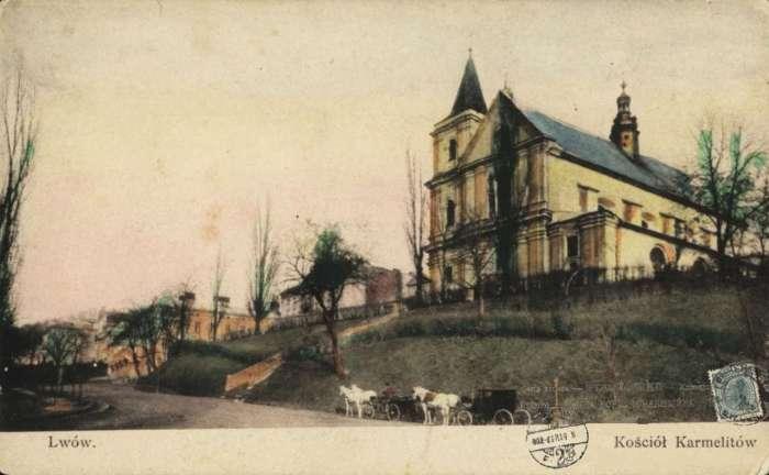 Костел кармелітів на давній поштівці з кольоруванням, поч. XX ст.