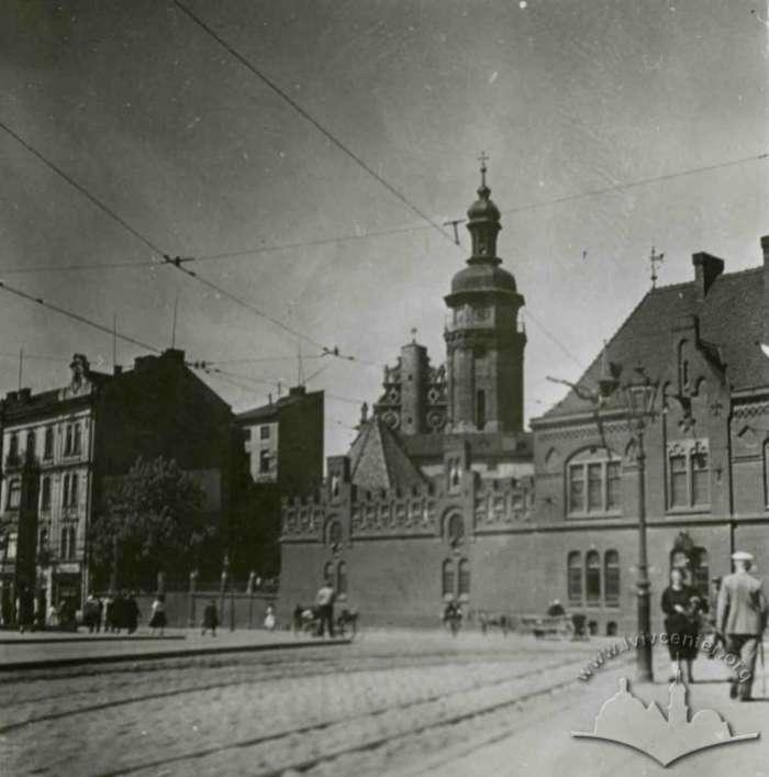 Будівля пожежників при бернардинських мурах. Фото 1920-1930 -х рр.