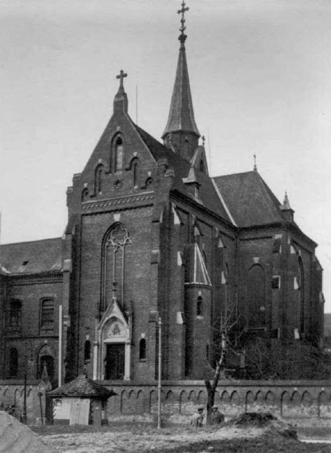 Вигляд костелу з вул. Кшижової (нині Ген.Чупринки), 1930 року