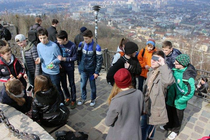 Сопстереження за сонячним затемненням у Львові 20 березня 2015 року з оглядового майданчика Високого Замку
