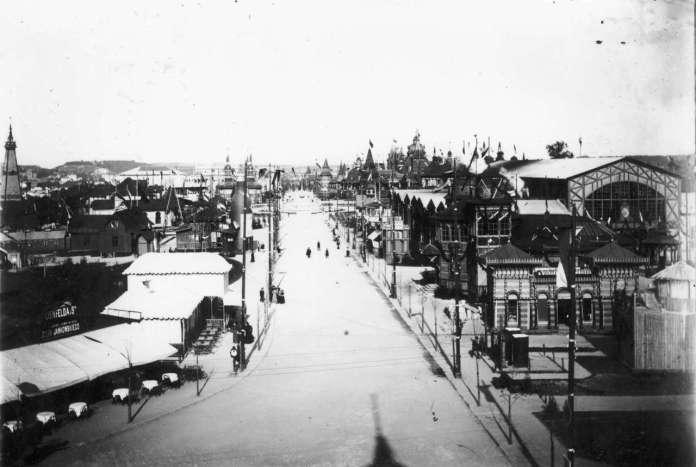 Головна алея виставки. Фото 1894 року