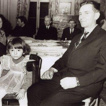 В.-І. Порендовський з дружиною та дітьми у Вроцлавському клубі Українського Суспільно-Культурного Товариства 1973 року