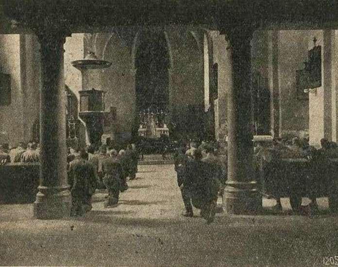 """Меса у каплиці """"Бригідок"""". Фото 1927 року"""