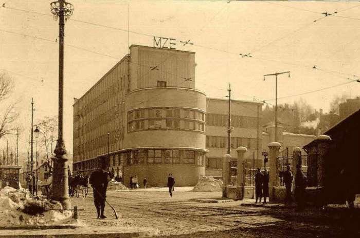 Будівля електричних закладів міста на колишній вулиці Пелчинській. Фото сер. 1930-х рр.