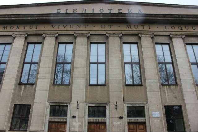 Фасад бібліотеки Політехніки. Фото 2015 року