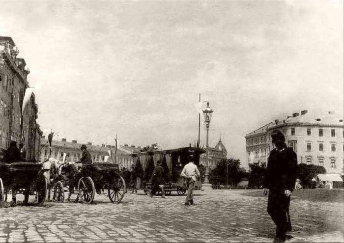 Вид на Марійську площу на фото кінця XIX століття