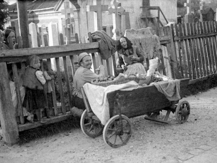 Вулична сцена біля Личаківського цвинтаря. Фото поч. XX ст.