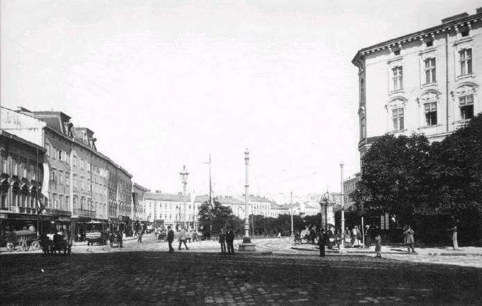 Марійська площа із первісним розташуванням скульптури Діви Марії. Фото близько 1900 року