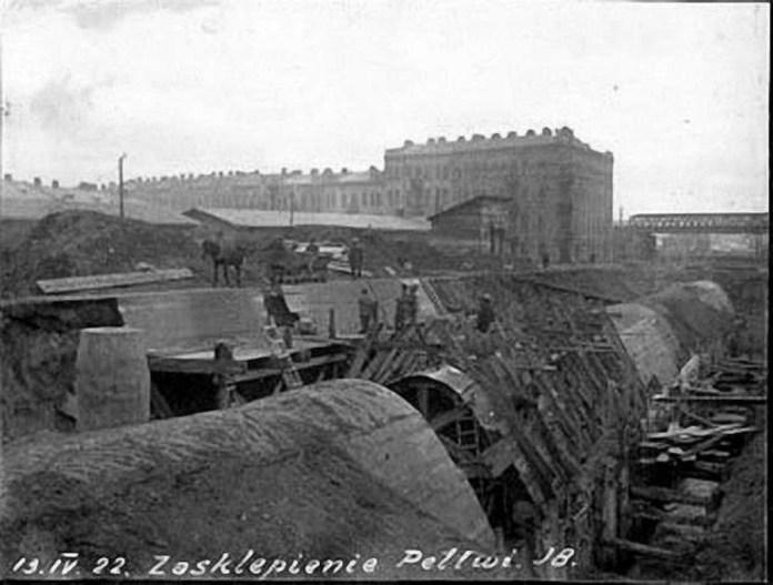 Роботи по засклепінню Полтви на нин. пр-ті Чорновола. Фото 1922 року