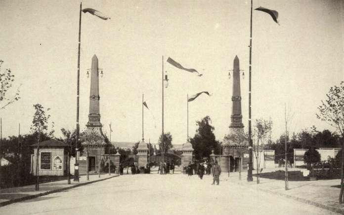 Головна брама Загальної Крайової виставки, що знаходилась на нин. вулиці Самчука. Фото 1894 року