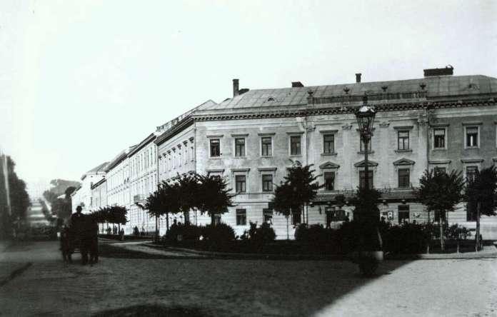 Площа Смольки наприкінці XIX сторіччя
