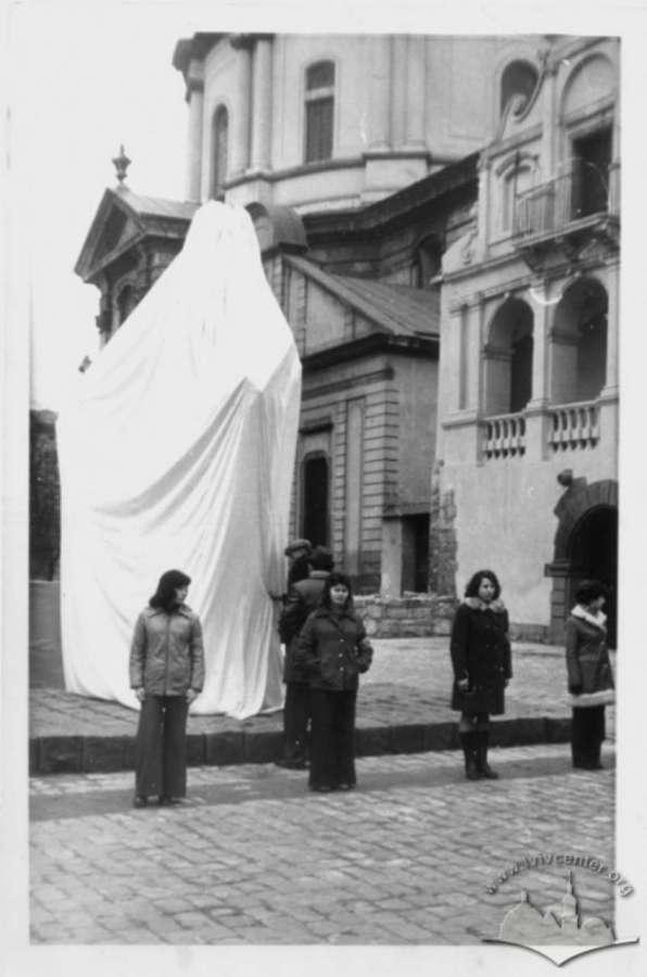 Відкриття пам'ятника Івану Федорову. Фото 1977 року