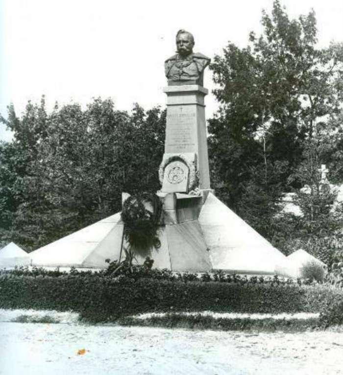 Пам'ятник Міхальському на Личаківському цвитарі у Львові. Фото 1907 року