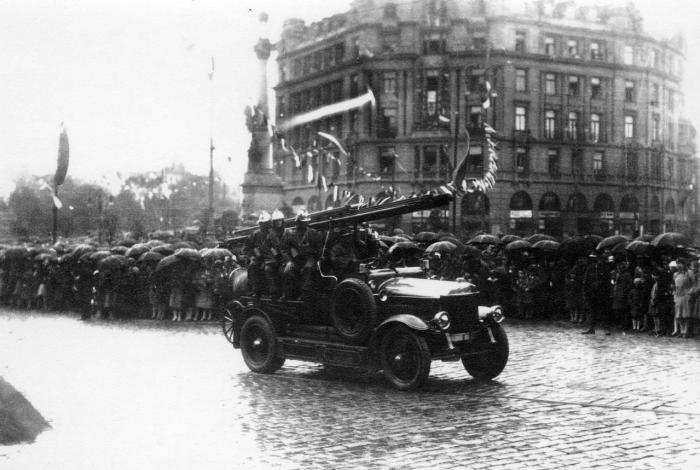 Пожежники на параді, фото, 1930-ті роки.