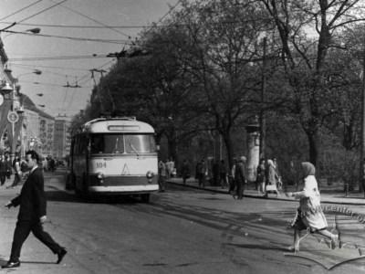 Тролейбус ЛАЗ-695Т моделі Дружба 4-ого маршруту на пр-ті Свободи, фото, 1963-1969 роки.