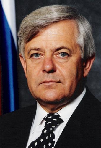 Яблуню висадив президент Республіки Словенія(1991-2002) Мілан Кучан