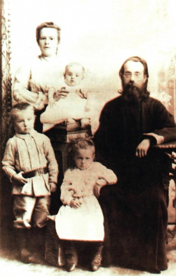 Марко Грушевський з родиною. Фото 1904 р.