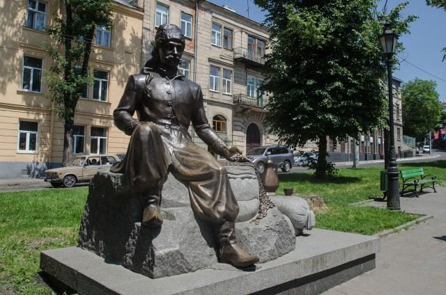 Пам'ятник Юрію Кульчицькому у Львові.